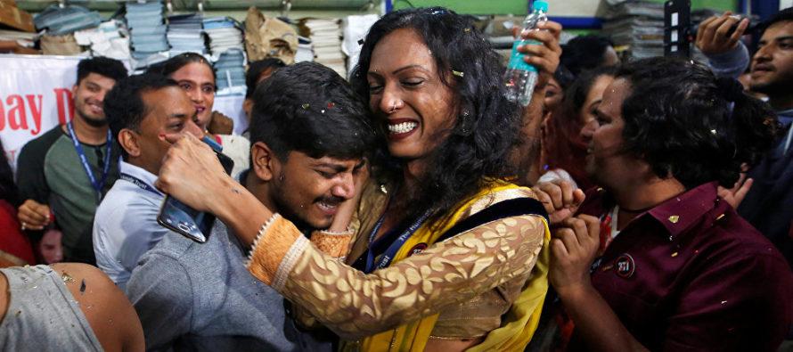 En decisión tribunalicia histórica: ya no es delito ser gay en la India