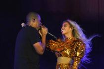 Esta fotografía muestra a Beyonce y Shakira irreconocibles
