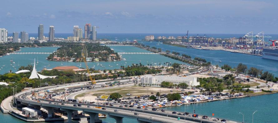 Un hombre saltó del Miami Causeway