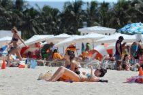 Chicas con poca ropa los entretuvieron mientras les robaban en Miami Beach