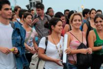 Algunos jóvenes de Miami introducen el socialismo en la ciudad