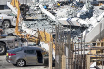 Multan a cinco contratistas por el colapso del puente de FIU