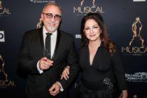 Gloria y Emilio Estefan sirven comida gratis por Acción de Gracias en Miami