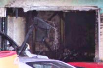 Conductora de SUV se estrella contra casa y la incendia en Hollywood