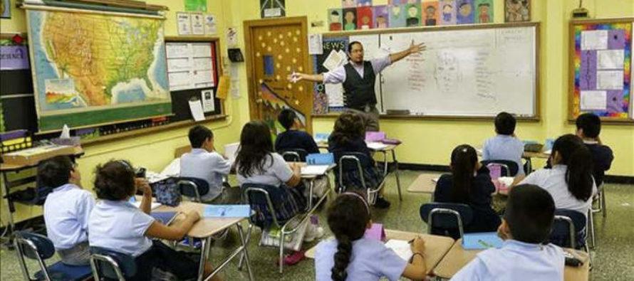 Proponen para las escuelas de Florida más psicólogos y menos policías