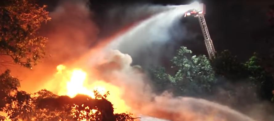 Evacuados dos edificios por incendio al noreste de Miami