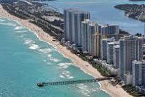 ¡Descarado inmoral! Se desvistió frente a 3 niños en playa de Florida