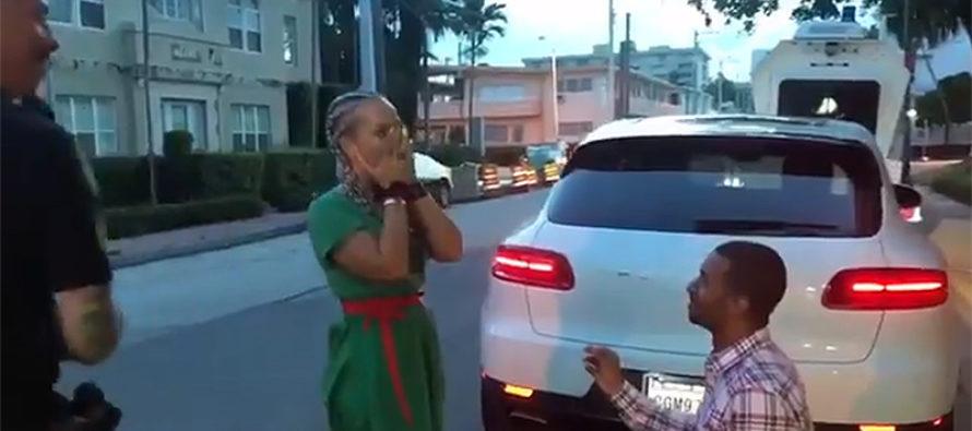 Policía de Miami Beach ayuda a enamorado con propuesta de matrimonio