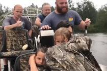 Rescatan a mujer embarazada y su familia de zona inundada en Carolina del Norte