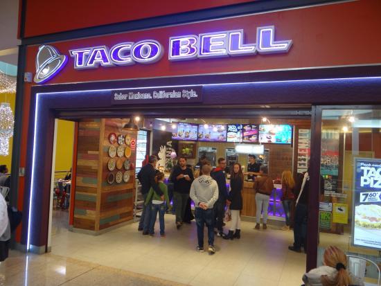 Empleada hispana rechazó a una cliente por no saber hablar inglés — En Taco Bell