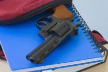 Arrestan a adolescentes tras amenazar en redes sociales con disparar a su escuela
