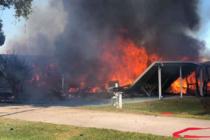 Fallecen dos personas en Florida tras precipitarse helicóptero en vecindario