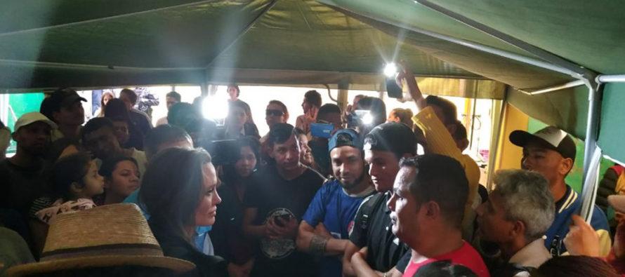 24Oct - Venezuela un estado fallido ? - Página 8 Angelina-Jolie-refugiados-venezolanos-acnur-peru-890x395_c