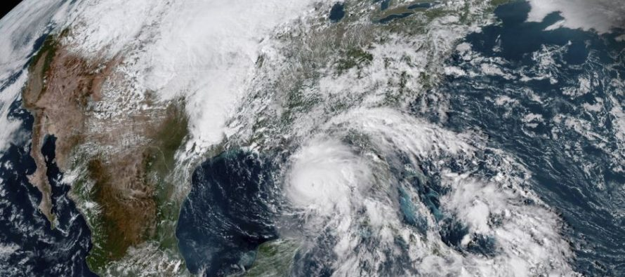 Florida se prepara para recibir al huracán Michael, ahora de categoría 4