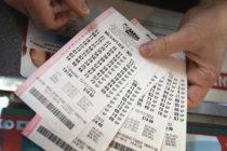 Loterías Mega Millions y Powerball suman casi $1,000 millones en premios
