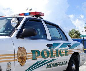 Arrestan a oficial de policía de Miami-Dade por vender autos robados