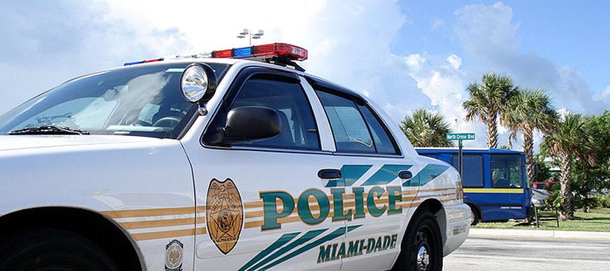 Hirieron de bala en fiesta infantil a policía de Miami