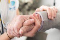 Conozca los programas de ayuda que benefician a los adultos mayores en Florida