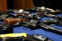 Detienen a hombre borracho en poder de «arsenal de armas» en Miami Beach