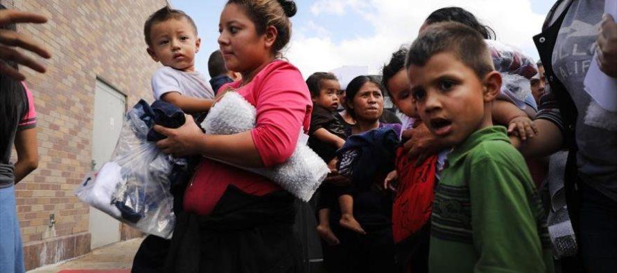 Ley busca impedir arresto de guardianes de niños por Servicio de Inmigración
