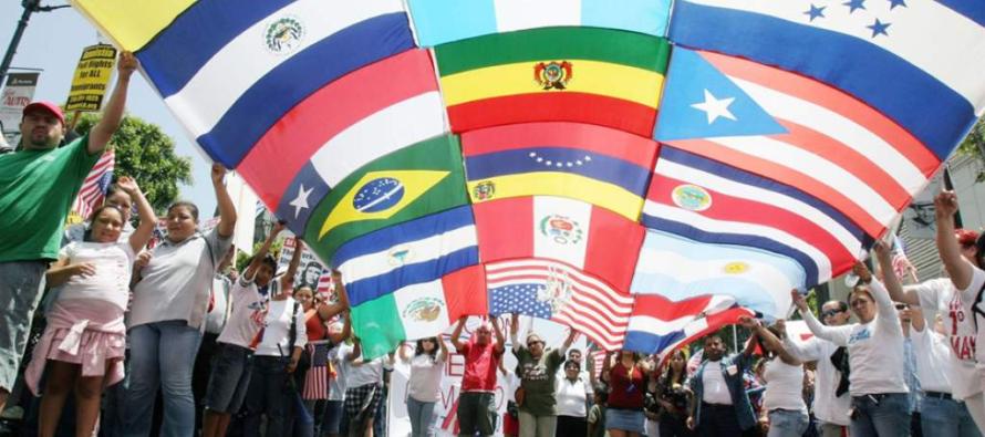Premios a la Excelencia Juvenil Hispana reconocen el liderazgo académico de estudiantes en Miami