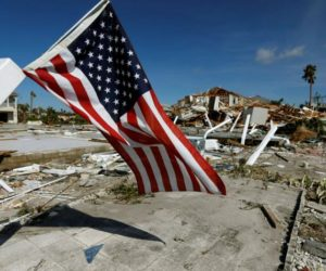 Residentes de Florida no tienen comida ni ayuda de FEMA tras huracán Michael