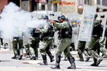 Militares disparan bombas lacrimógenas para impedir concentraciones en Venezuela