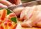 Más enfermos: Brote de salmonela podría venir de industria del pollo