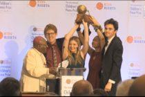 Sobrevivientes de Parkland reciben Premio Internacional de la Paz Infantil 2018