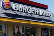 Despidieron a una empleada de Burger King por insultar a un hispano