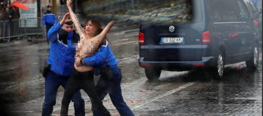 Dos feministas en topless se lanzaron ante la caravana de Trump en París