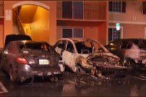 Incendio destruyó autos dentro de complejo de apartamento en Miami-Dade