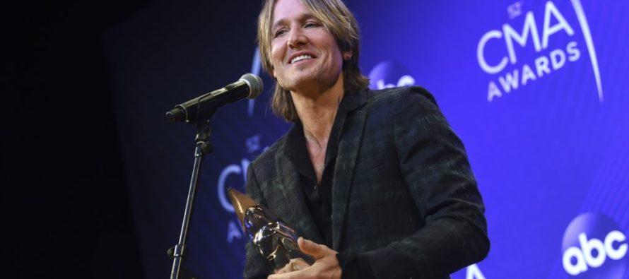 Keith Urban gana el máximo galardón en premios CMA