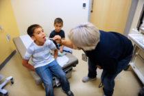 Aumentó número de niños sin seguro por primera vez en una década en EEUU