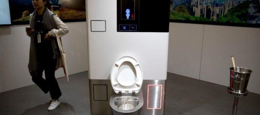 Nunca lo esperamos: Bill Gates presenta al mundo primer inodoro que trabaja sin agua
