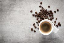 Beber varias tazas de café al día disminuye la posibilidad de contraer cálculos biliares