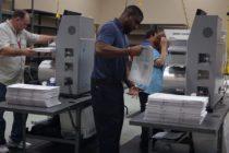 En un ambiente en extremo tenso se desarrolla reconteo de votos en Broward