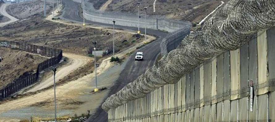Planean aumentar 10% las tarifas migratorias para costear los gastos de la construcción del muro en la frontera