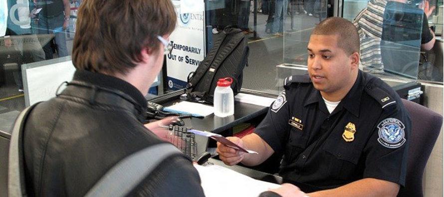 Extienden medida para negar o cancelar visas a inmigrantes que solicitaron beneficios