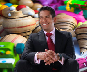 Fundación Ismael Cala recolecta juguetes para niños de Latinoamérica