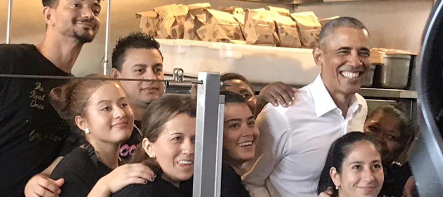 Barack Obama almorzó tacos mexicanos en visita a electores de Miami