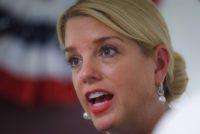 Pam Biondi y Fiscal estatal se enfrentan por Ley de autodefensa