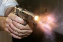 Sujetos tratan de robar un minibús en México pero un pasajero iba armado y desata un tiroteo (Video)