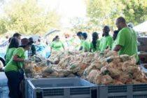 Comisionado dona alimentos en Dade