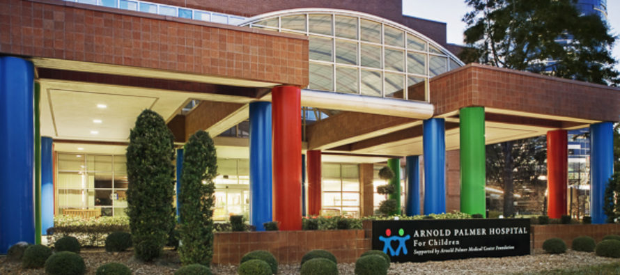 Niños atropellados en competencia anual de Santa Run fueron trasladados al hospital