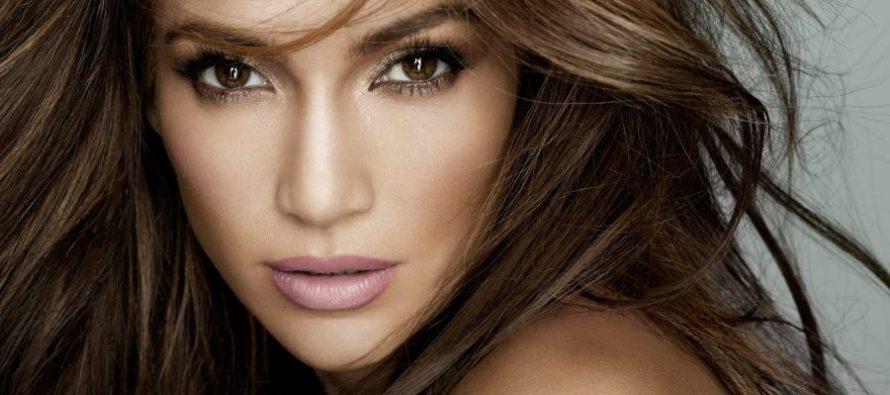 Jennifer Lopez se convierte en el nuevo ícono de la moda (FOTOS)