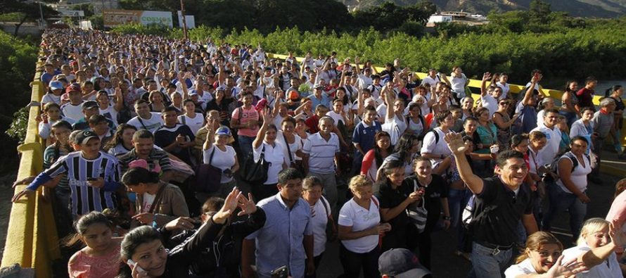 Recolectan donaciones para venezolanos que «caminan por la esperanza» hacia Colombia