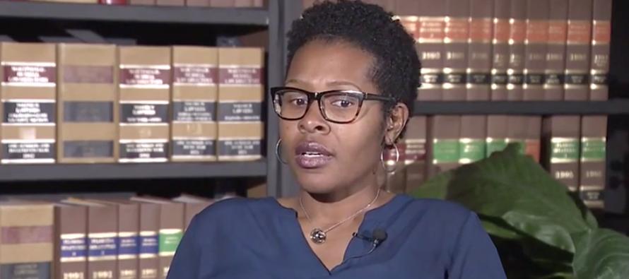 Madre de seis niños obtiene su título como médico tras superar múltiples obstáculos