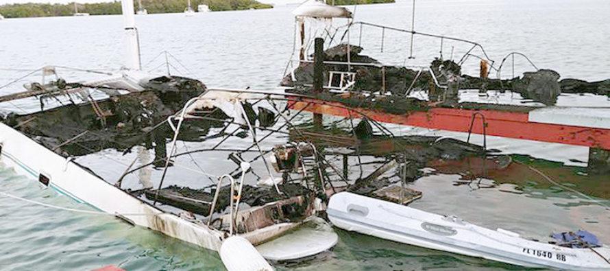 Dos veleros se incendian en los Cayos y un hombre sufrió quemaduras