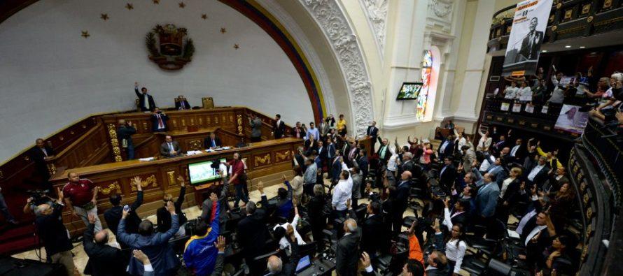 Como «usurpador» declaró el Parlamento venezolano a Nicolás Maduro